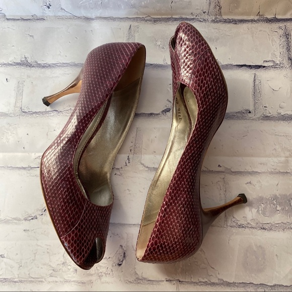 D & G embossed snakeskin leather peep toe size 40